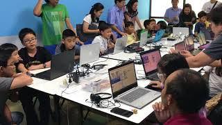 เด็กๆนำเสนอโปรแกรมที่สร้างขึ้นให้ผู้ปกครอง
