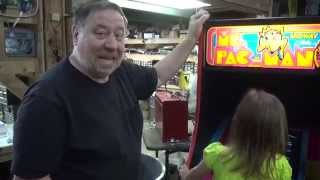 #666 Bally Midway Ms Pacman Arcade Video Game With High Gloss Black Sides -tnt Amusements