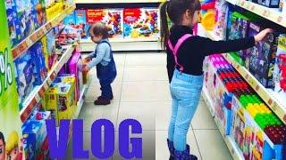 ВЛОГ:Поход в Детский МИР Настя и Катя в магазине игрушек)