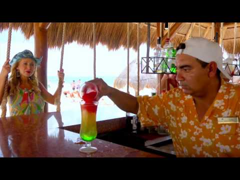 Host Linda Cooper takes us to Dreams Riviera Cancun