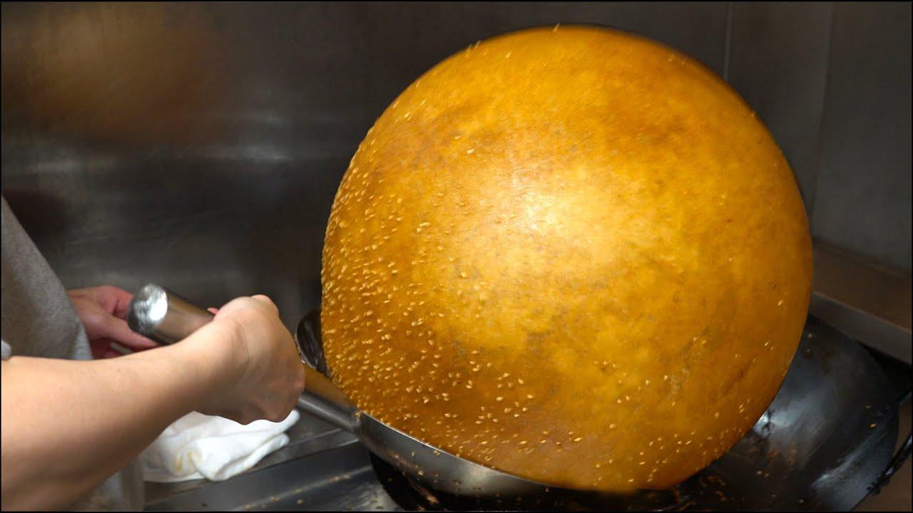 Giant Dumpling Ball - Chinese Street Food - Japan 空心大麻球 巨大ごま団子