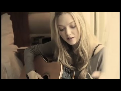 Actress Amanda Seyfried sings a love song in home video