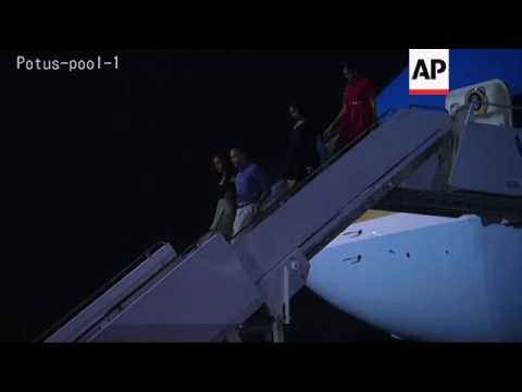 Obama family arrives for vacation in Hawaii