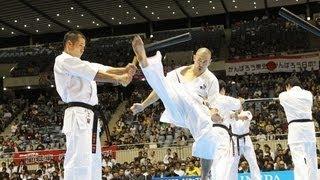 2012年10月27・28日に開催された第44回全日本空手道選手権大会にておこ...
