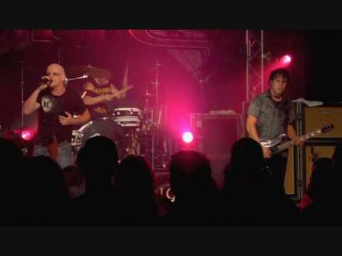 RED -- Break me Down  Live in Nashville