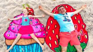 Настя и папа собираются в путешествие на летние каникулы