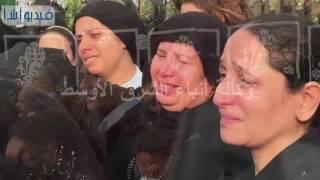 بالفيديو :  حزن وبكاء أهالي شهداء تفجير الكنيسة البطرسية علي ذويهم