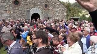 Núria llueix el primer monòlit d'acció de gràcies al Papa Francesc