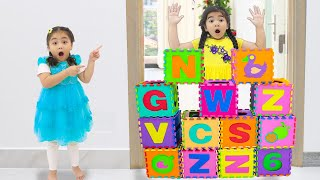 Annie and Suri Pretend Play with ABC Alphabet Letter Block Toys