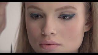 Осенний макияж с яркими стрелками