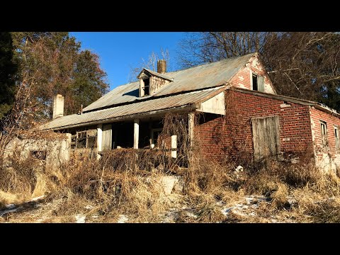Abandoned HOUSE Found COINS & Strange Old CARS left
