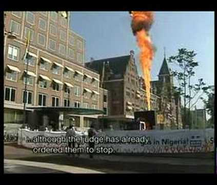Flare of 15 meters at Shell headquarters - YouTube