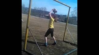 Вика и футбол? Травма игрока(Привет ребят! В этом видео моя лучшая подруга,а именно вика котик играет футбол. Оператор из меня никакой...., 2015-05-02T11:44:50.000Z)