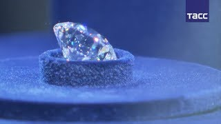 Алроса  представила самый дорогой бриллиант, ограненный в России
