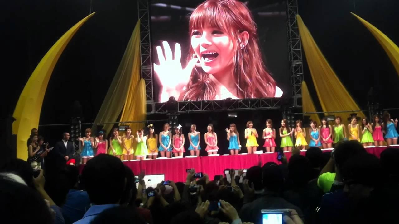홍콩에서의 힘든 공연을 회고한다.