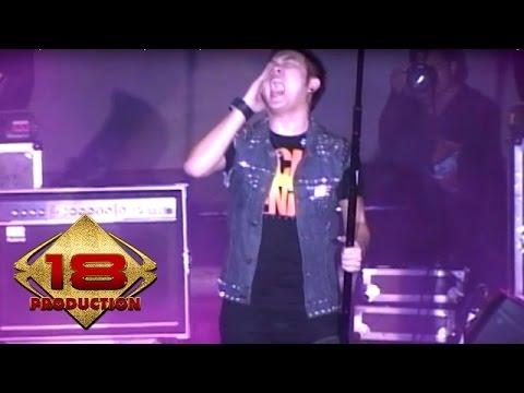 Five Minutes - Bertahan  (Live Konser Jember 10 September 2011)