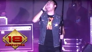 Download lagu Five Minutes - Bertahan  (Live Konser Jember 10 September 2011)
