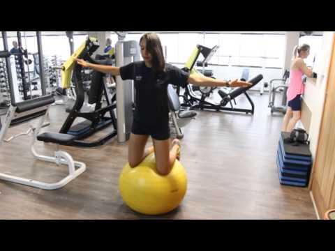 Exercitando o equilíbrio na Bola de Pilates