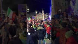 Castrovillimania: Minervino abbraccia il suo campione