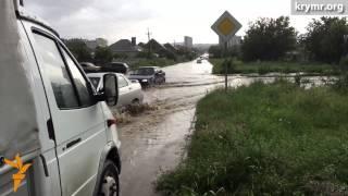 Потоп в Симферополе (видео)(Обильные осадки стали причиной затопления многих улиц Симферополя во вторник, 9 июня. В некоторых местах..., 2015-06-10T06:08:21.000Z)