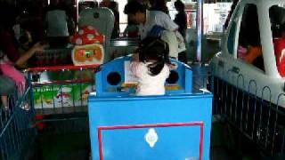 2011.4.10兒童樂園-湯姆士小火車.AVI