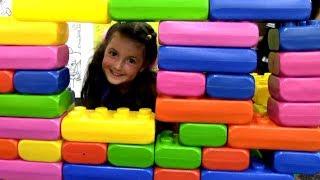 Развлекательный центр для детей с горками и аттракционами