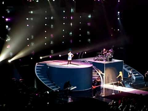 Hot N Cold- Taylor Swift and Katy Perry live at Staples Center 4/15/10