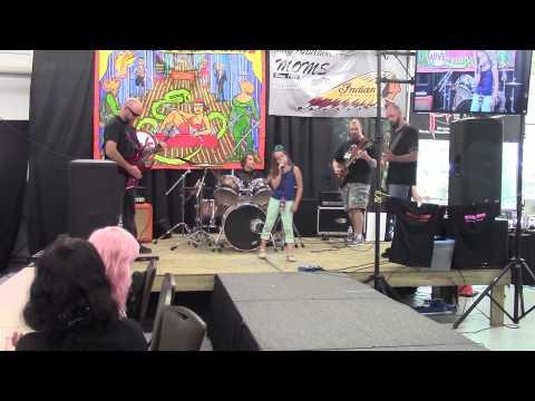 Aaralyn and Izzy (Murp)- Zombie Skin Live @LOFD Tattoo Expo