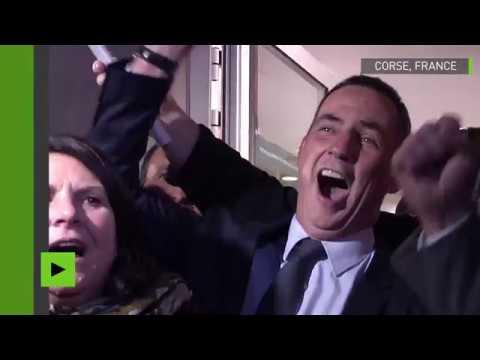 Des Corses célèbrent le succès de la coalition nationaliste