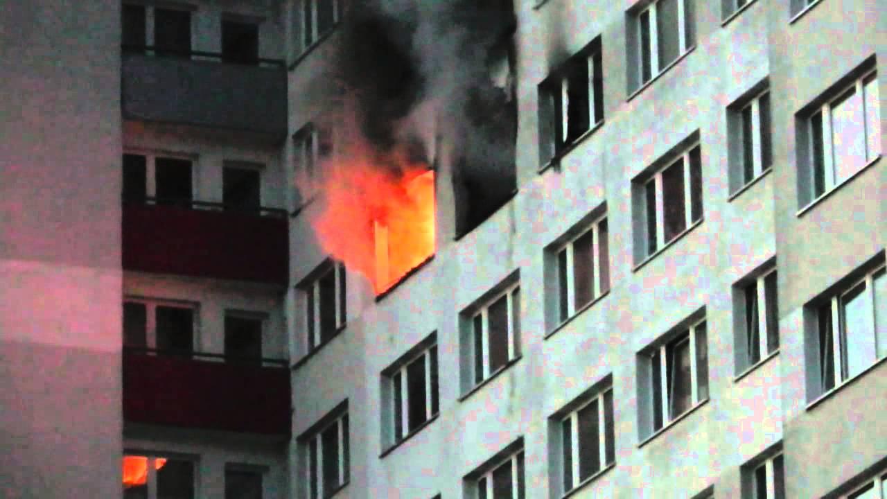 hochhausbrand in berlin marzahn es brennt mal wieder youtube. Black Bedroom Furniture Sets. Home Design Ideas