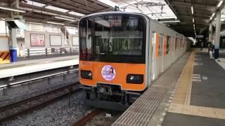 東武50000系ももクロHM(紫/高城れに)の発車シーンです。アイドルには興...