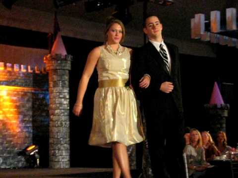 """SI Fashion Show 2009: """"Can You Feel The Love Tonig..."""