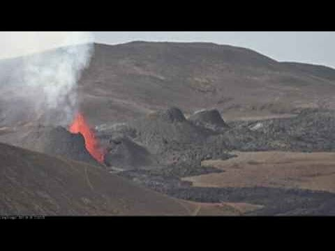Live from the volcano in Geldingadalir, seen from Langihryggur, Iceland - RÚV