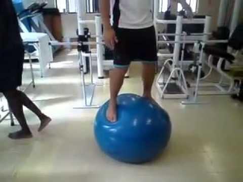 Fisioterapia  Treino Propriocepivo com Bola Suíça - YouTube 91f7bffa1a416