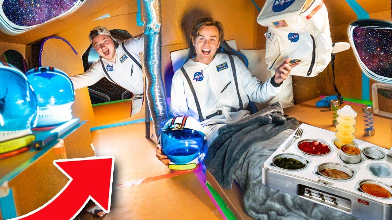 Billionaire Box Fort PRIVATE Spaceship (24 Hour Challenge) - Box Fort City