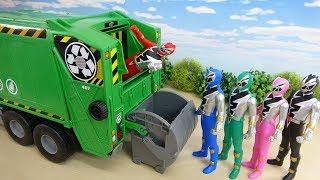 リュウソウジャーが緑のゴミ収集車にどんどん回収されていきます スーパー戦隊 おもちゃ