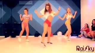 hot bunch of girls twerking thier phat asses off