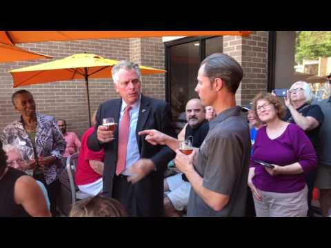 2017 0609 Terry McAuliffe at Lake Anne Brew House