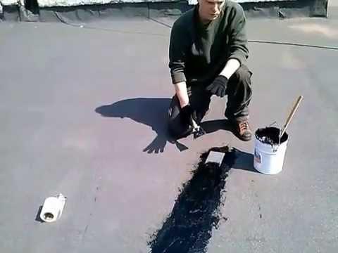 видео: Заделка трещин в кровельном полотне мягкой крыши.