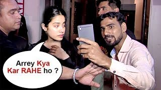 Video Sridevi's Daughter Jhanvi Kapoor Gets ANGRY On A FAN Touching While Taking Selfie download MP3, 3GP, MP4, WEBM, AVI, FLV Agustus 2018