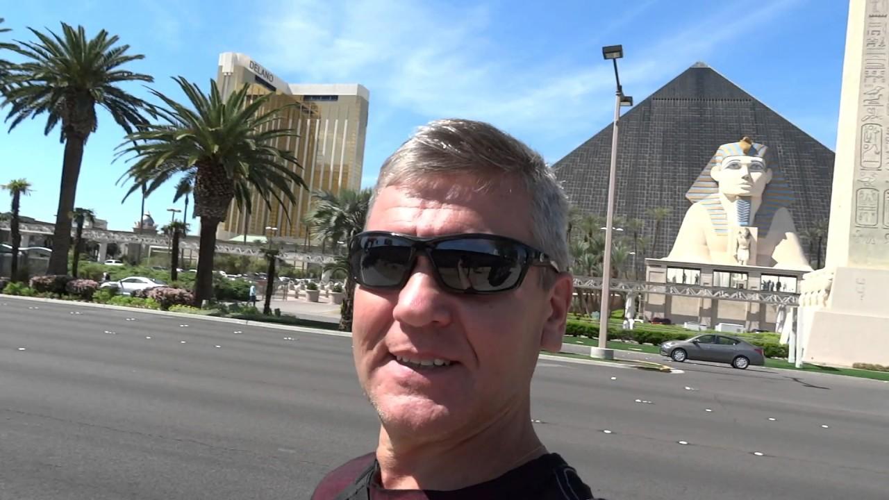 Самая известная улица в Лас-Вегасе - это полоса с казино.
