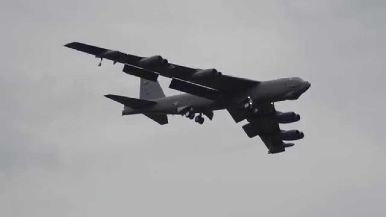 B-52 Bomber landing at Avalon - YouTube