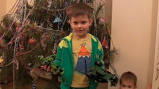 видео Убираем украшения и демонтируем новогодние ели