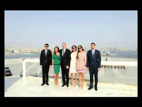 Ильхам Алиев и члены его семьи побывали на Площади Государственного флага