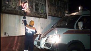 Сотрудники МЧС спасли хабаровчанку, заблокированную на балконе.MestoproTV