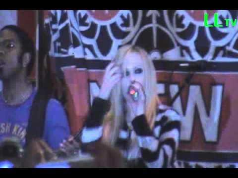 Avril Lavigne - Girlfriend - Virgin Megastore Times Square 4/18/07 (1 of 3)