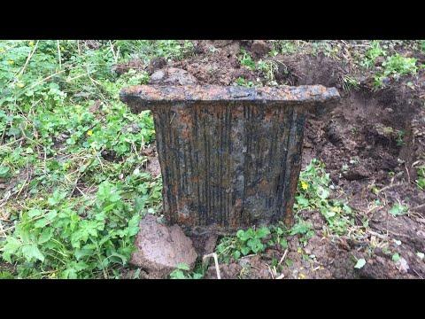 Копаем металл на тракторном кладбище