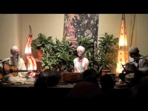 Snatam Kaur sings Kirtan Sohila at Sacred Chant Retreat 2011