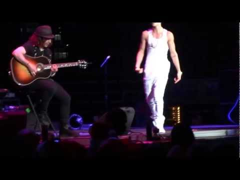 under-the-mistletoe-live---justin-bieber