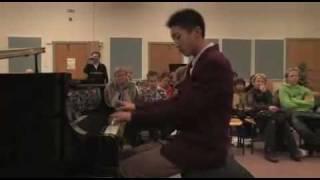 东北师大附中的孩子小牛受邀到丹麦参加儿童艺术交流业余钢琴表演14岁小牛.